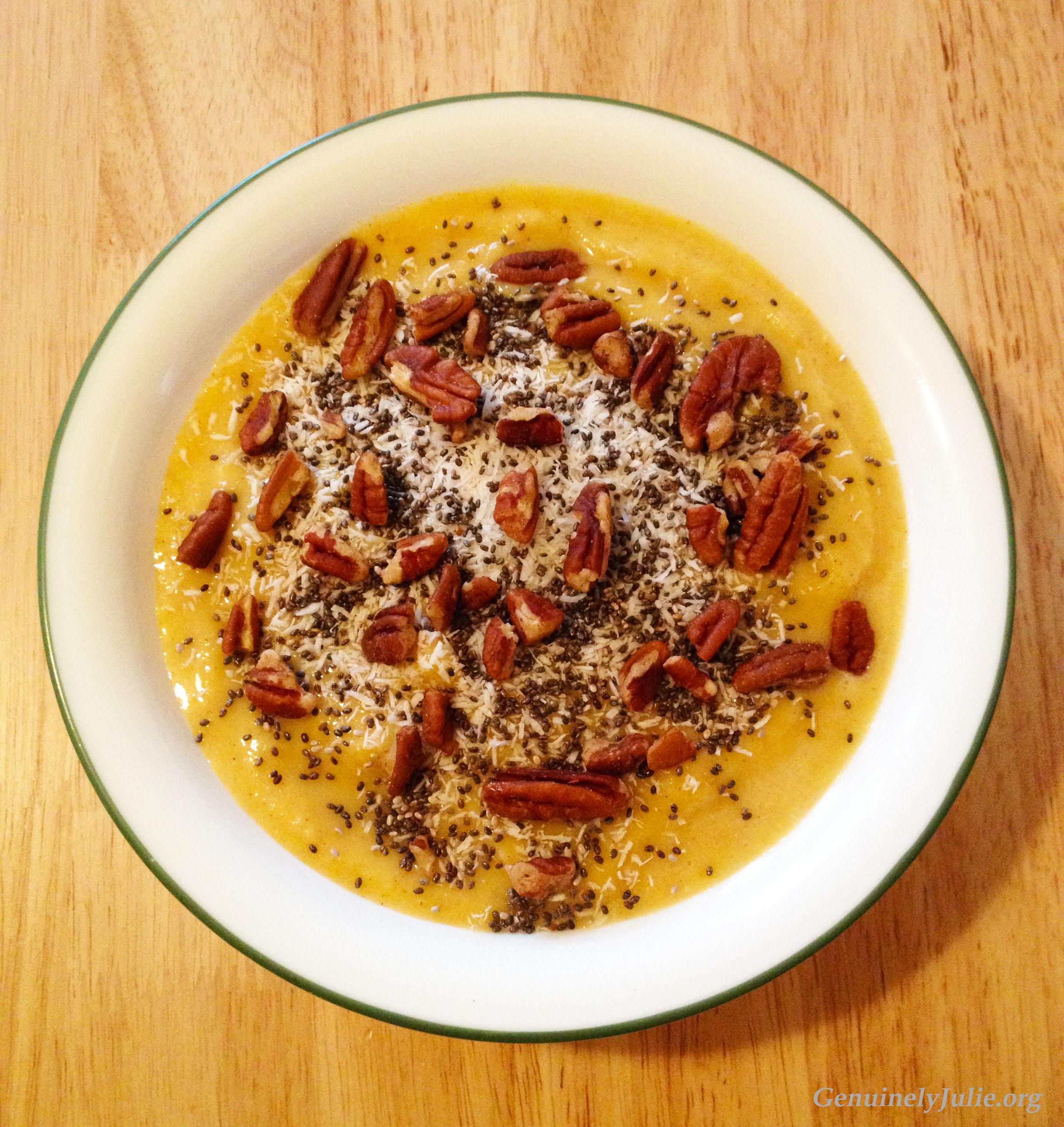 Pineapple turmeric smoothie bowl 2